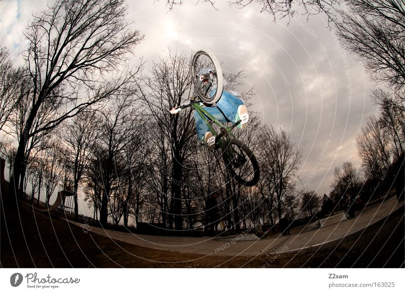 The last one turns off the light Park Action Funsport Sports Dark Threat Dangerous Style Cool (slang) Jump Extreme sports Bicycle dirt Air Trick jump