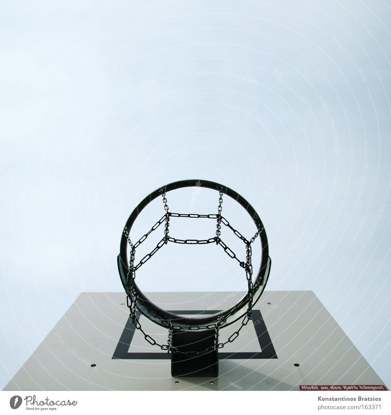 Don't hang on the basket! Basketball Sports Chain Sky USA Leisure and hobbies School sport Wooden board Throw-in Sporting event Adversary Success Joy Playing