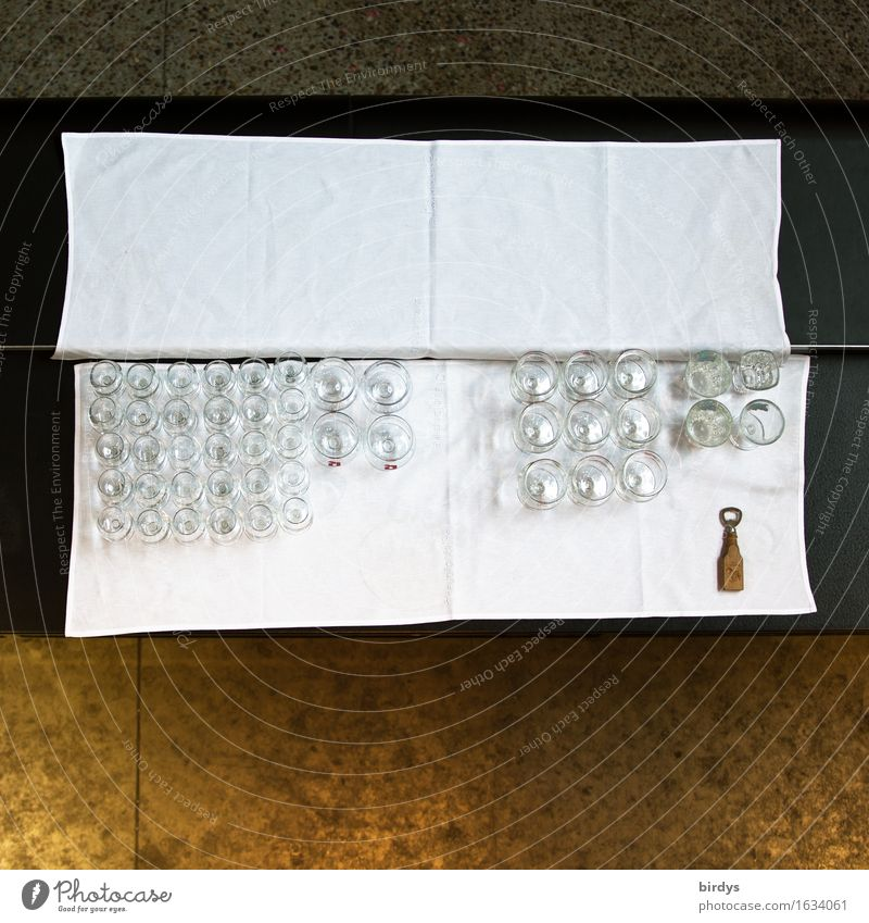 unemployed midwife Beverage Glass Champagne glass Lifestyle Table Tablecloth Event Drinking Feasts & Celebrations Restaurant Bottle opener Lie Wait Uniqueness