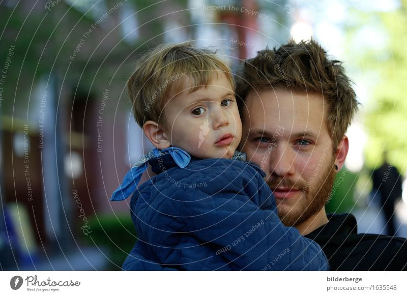 Father and son Lifestyle Masculine Child Toddler Adults 2 Human being Capital city Downtown Hair and hairstyles Brunette Blonde Short-haired Beard Emotions