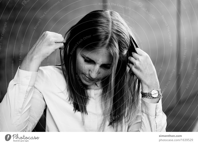 hair Style Hair and hairstyles Skin Face Feminine 1 Human being Shirt Accessory Jewellery Wristwatch Brunette Blonde Long-haired Esthetic Authentic Cool (slang)