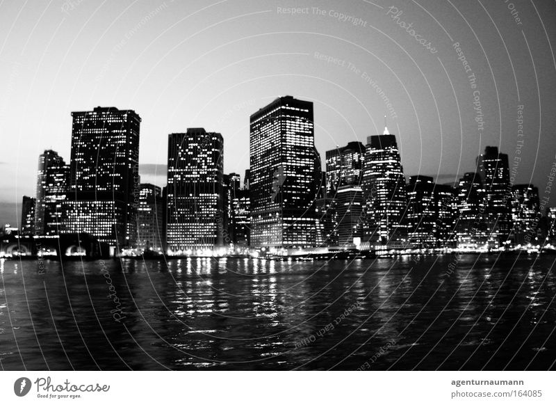 New York City Black & white photo Exterior shot Copy Space top Copy Space bottom Evening Twilight Night Contrast Reflection Sunrise Sunset Central perspective