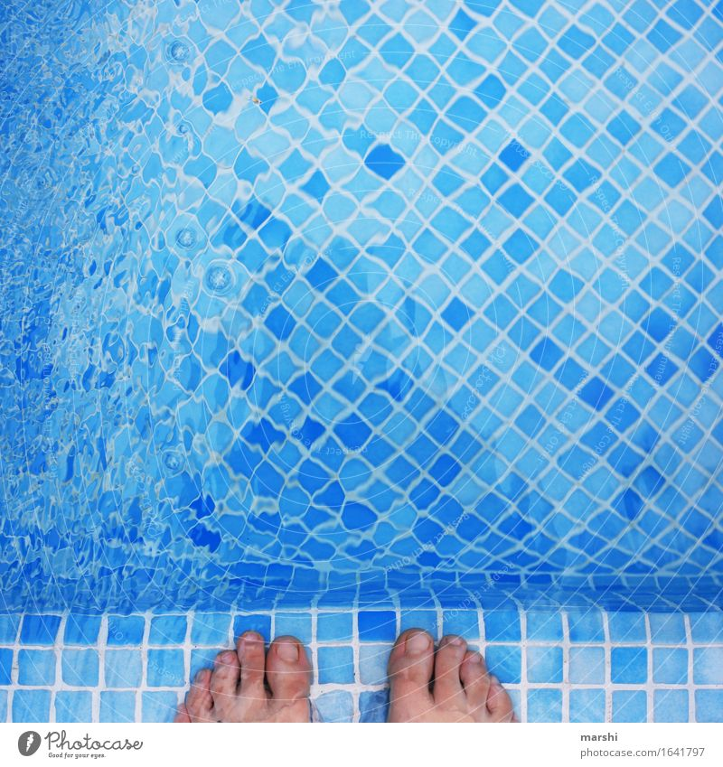 splash around Leisure and hobbies Human being Feet 1 Moody Toes Swimming pool Swimming & Bathing Cooling Water Surface of water Blue Cold Vacation & Travel