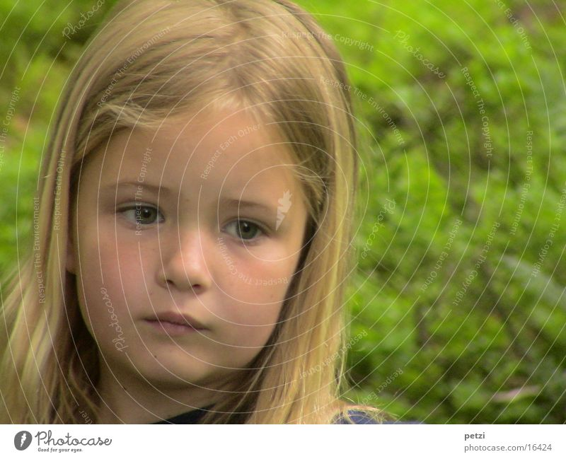 I'm so serious Child Girl Nature Blonde Long-haired Think Earnest Skeptical Colour photo Exterior shot Copy Space right Central perspective Forward