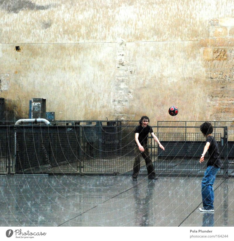 French regrowth work Playing Sports Sportsperson Soccer Football pitch Masculine Boy (child) Friendship Infancy Youth (Young adults) 2 Human being 8 - 13 years