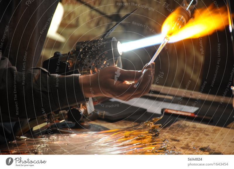 glassblower Craftsperson glass blowing Glass blower Craft (trade) Tool Gas burner Flame Warmth incandescently Hand Fingers 1 Human being Work of art Movement