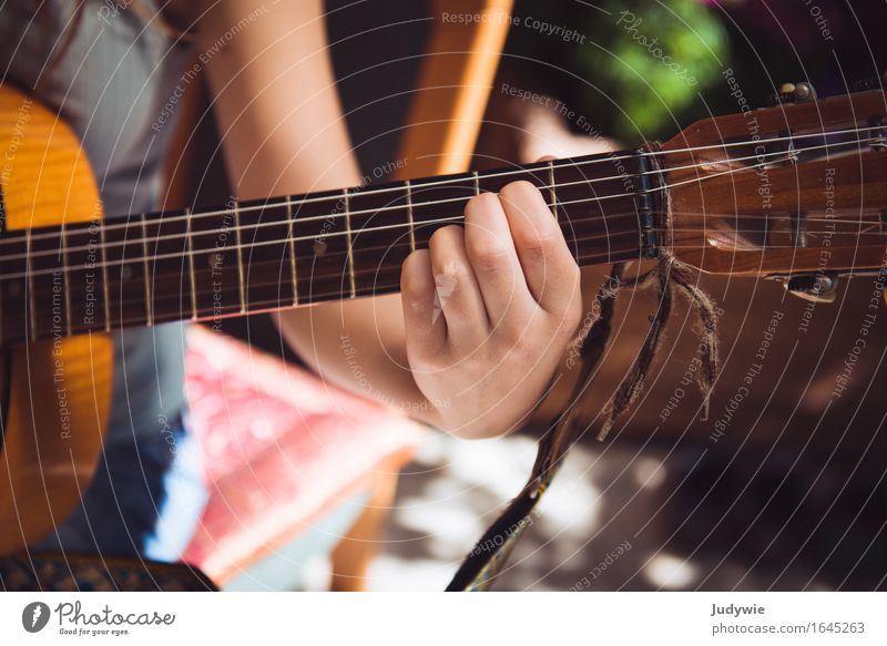 Even more chord work Music Education Adult Education Human being Feminine Young woman Youth (Young adults) Woman Adults Hand 13 - 18 years 18 - 30 years Culture
