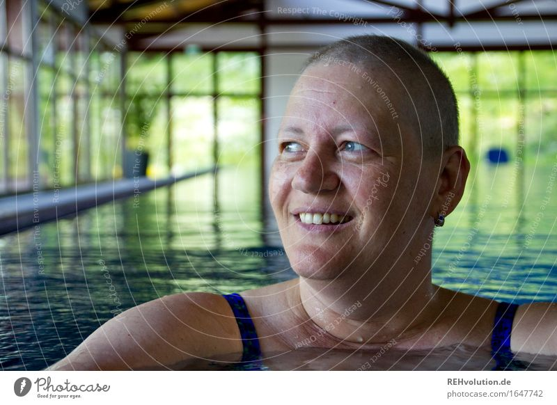 susi water rat Sports Aquatics Swimming & Bathing Swimming pool Human being Feminine Woman Adults Head Face 1 30 - 45 years Bald or shaved head Smiling