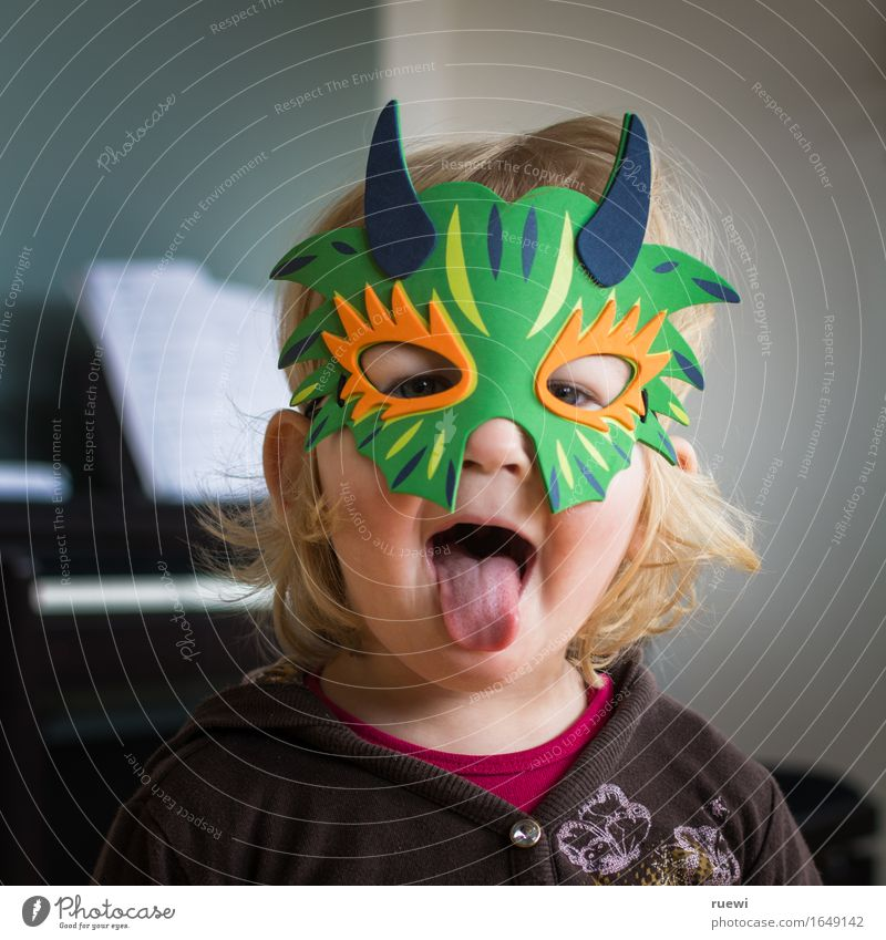 Bäääh Playing Parenting Child Study Feminine Toddler Infancy Face Tongue 1 Human being 1 - 3 years Music Piano Mask Blonde Long-haired Brash Creepy Crazy Joy
