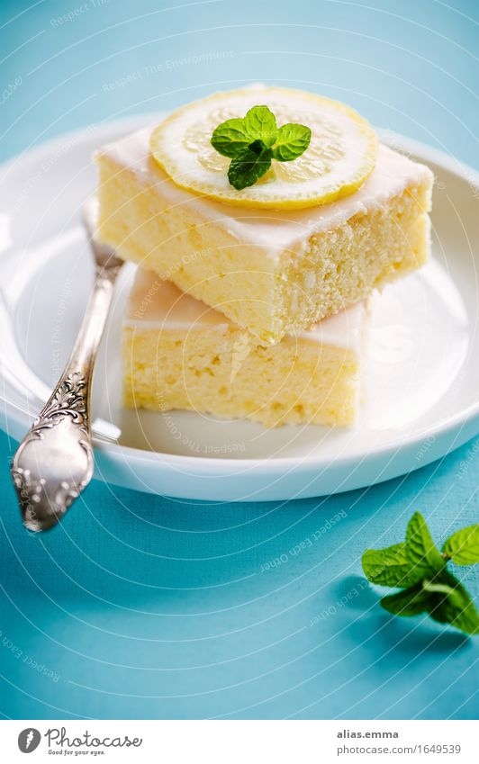 lemon cake Cake sheet cake Dessert Baked goods Lemon Sense of taste Aromatic Dish Eating Food photograph Healthy Eating Delicious Blue Turquoise Plate served