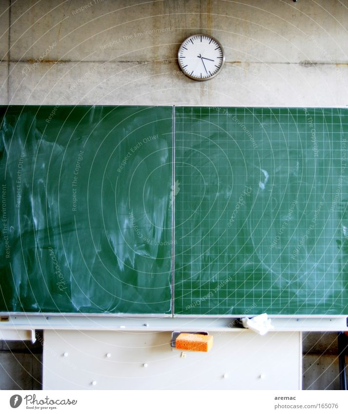 Clock Green Wall (building) School Wall (barrier) Room Together Academic studies Education Blackboard Chalk Lecture hall Classroom Watch mechanism On detention