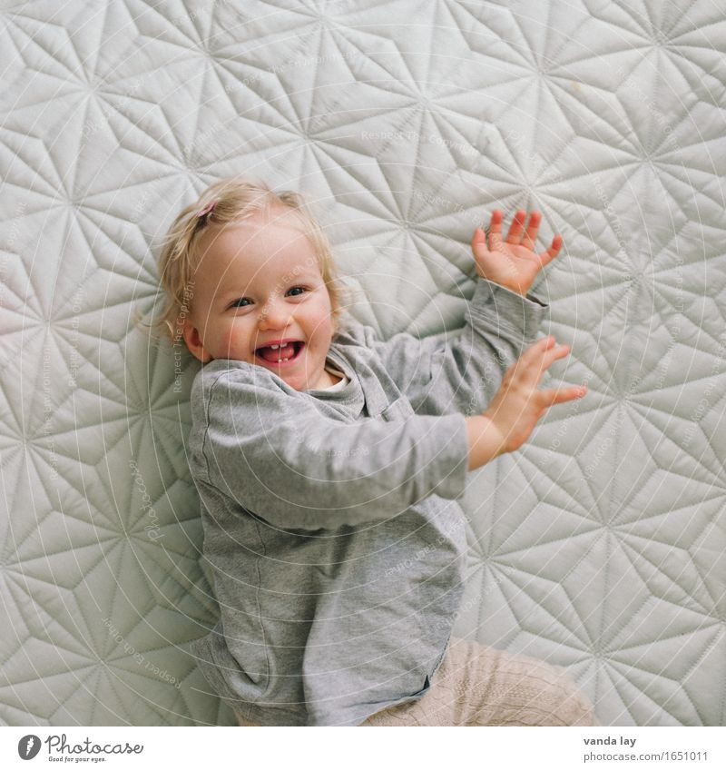 party time Living or residing Flat (apartment) Human being Child Toddler Girl Infancy 1 1 - 3 years Smiling Laughter Romp Friendliness Happiness Funny Joy Happy
