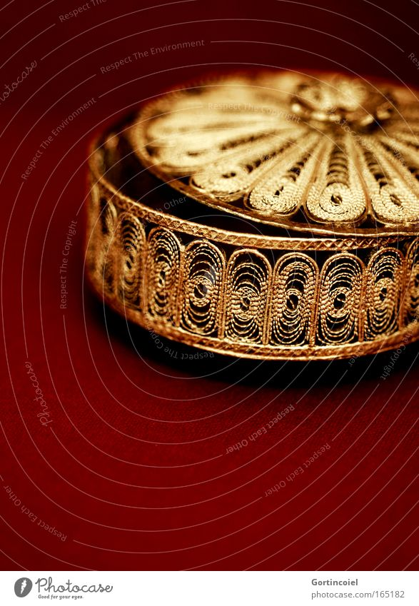 Beautiful Red Style Metal Glittering Gold Design Elegant Gold Round Open Kitsch Decoration Mysterious Luxury Jewellery