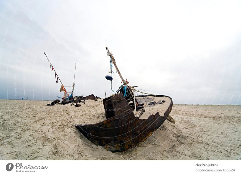 aground Colour photo Exterior shot Copy Space left Copy Space right Copy Space top Day Long shot Navigation Fishing boat Rope Sand Metal Rust Exceptional Dirty