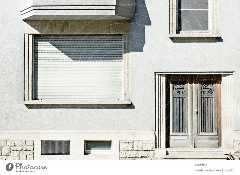 City House (Residential Structure) Wall (building) Window Wall (barrier) Building Architecture Door Facade Living or residing Venetian blinds Roller shutter