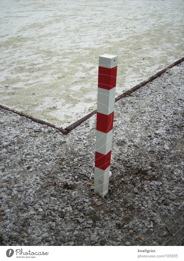 White Red Winter Cold Brown Signs and labeling Pole Striped Rectangle Sharp-edged Snow layer
