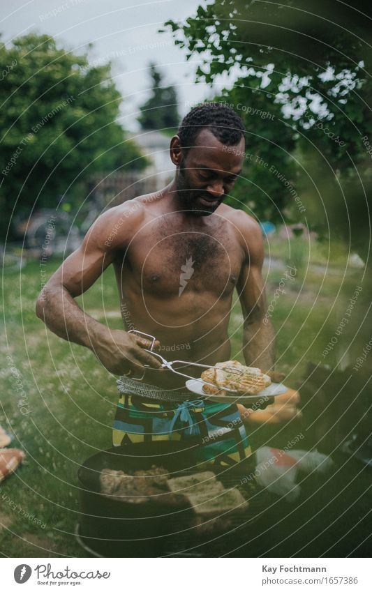 Human being Man Summer Joy Adults Warmth Life Eating Garden Friendship Masculine Contentment Leisure and hobbies Nutrition Stand Wait