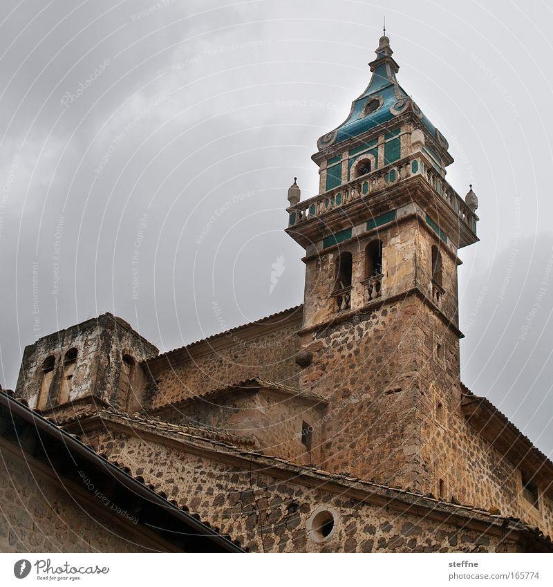 Hossa, Hossa, Val-de-mossa Colour photo Exterior shot Copy Space left Copy Space top Twilight Deep depth of field Worm's-eye view Valdemossa Majorca Village