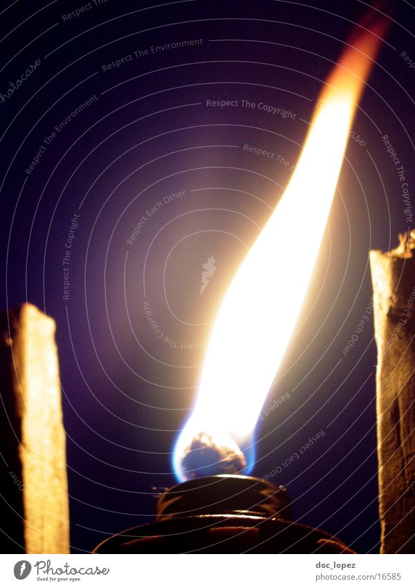IrresLicht_3 Light Night Dark Ghost light Illuminate Burn Moody Romance Camping Leisure and hobbies Violet Things Flame Bright Torch Go under Blaze