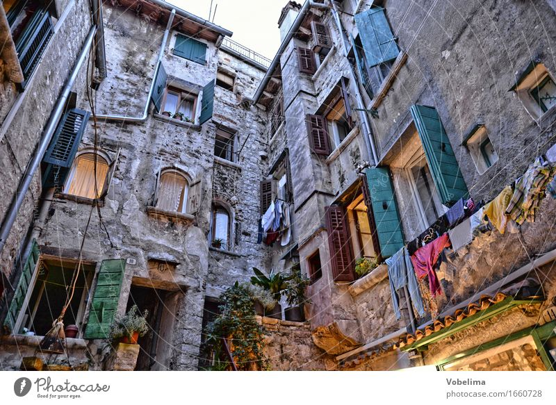 City Green Red House (Residential Structure) Yellow Architecture Lighting Building Gray Brown Facade Living or residing Manmade structures Mediterranean