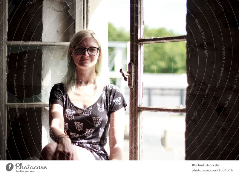 Jule cheese factory. Style Human being Feminine Young woman Youth (Young adults) Woman Adults 1 18 - 30 years Window Dress Eyeglasses Blonde Smiling Sit