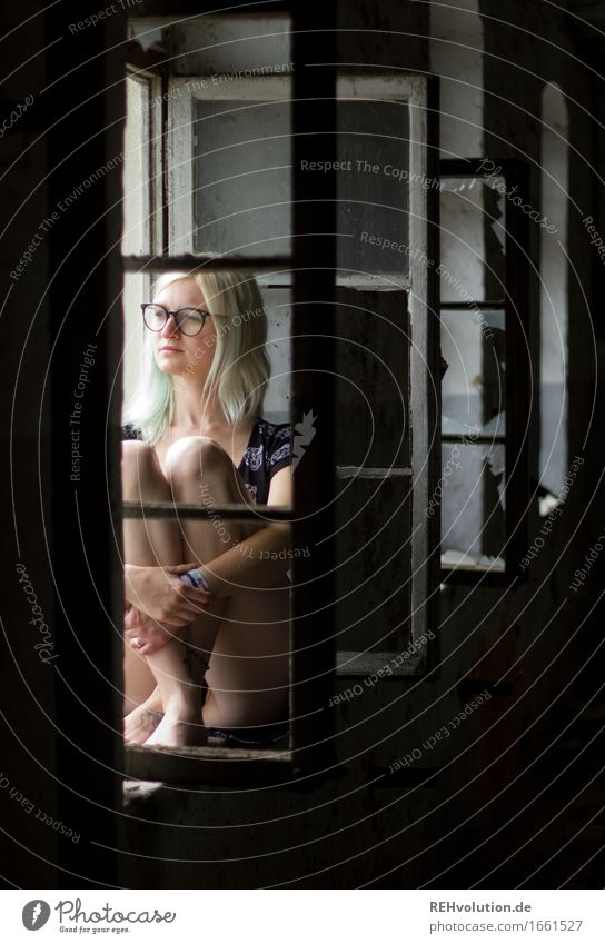 Jule by the window. Human being Feminine Young woman Youth (Young adults) 1 18 - 30 years Adults House (Residential Structure) Window Eyeglasses Think Sit