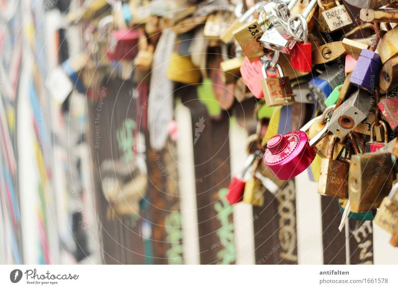 Round lock Tourism Sightseeing Wedding Culture Youth culture Berlin Outskirts Wall (barrier) Wall (building) Facade Tourist Attraction Landmark Monument