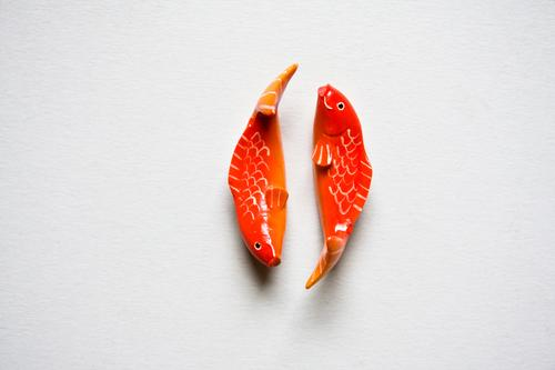 fish Fish Goldfish Koi Pair of animals Together Related Relationship Love Romance Side by side Wood carving art Carving Folklore folkloristic Jewellery
