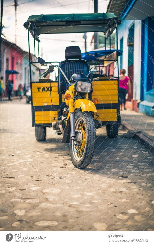 taxi cubano Cuba Trinidade Town Downtown Transport Means of transport Traffic infrastructure Street Lanes & trails Taxi Trailer Motorcycle Freight bike Wait