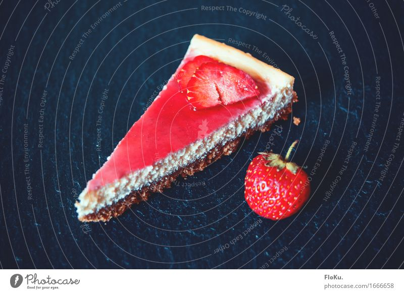 Strawberry cheesecake Food Dough Baked goods Cake Dessert Candy Nutrition To have a coffee Vegetarian diet Fresh Beautiful Delicious Sweet Blue Red cheese cake