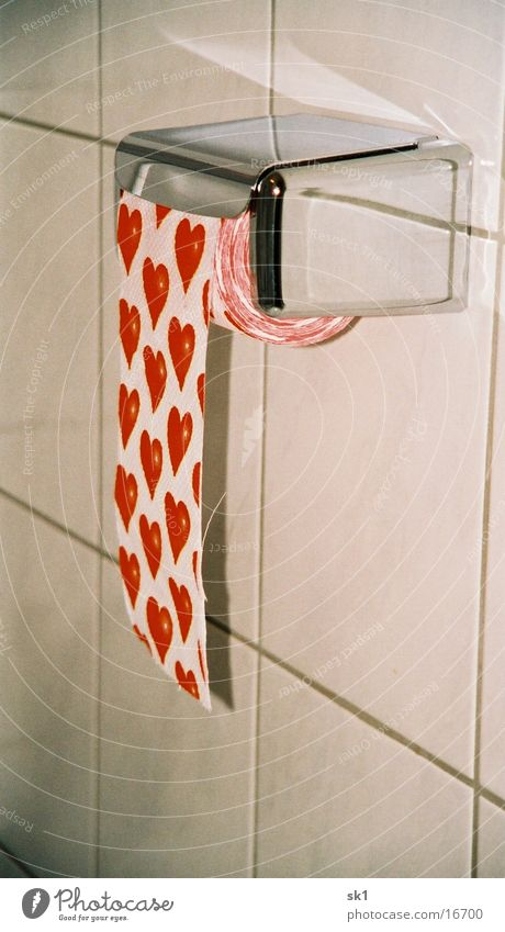 Hearts on the conveyor belt Wall (building) Toilet paper Toilet paper holder Chrome Tile Love