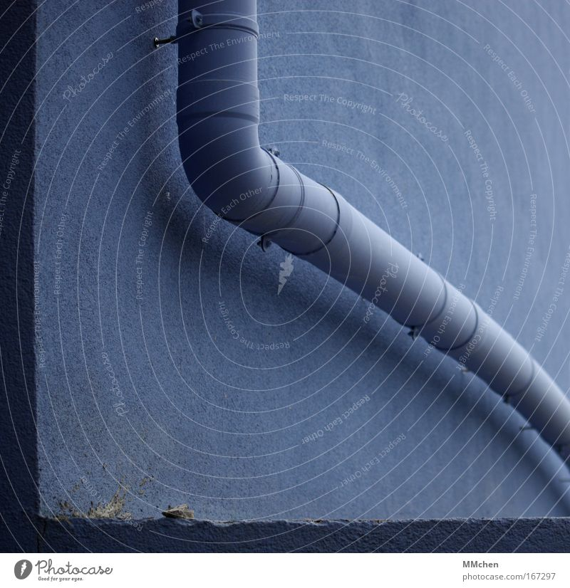 Blue House (Residential Structure) Wall (building) Wall (barrier) Construction site Pipe Downward Transmission lines Craftsperson Drainage Conduit Bend Fastening Eaves Gutter Rain gutter
