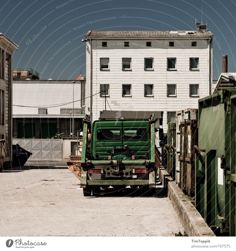 City House (Residential Structure) Wall (building) Window Wall (barrier) Transport Gloomy Logistics Factory Truck Container Industrial plant Outskirts Container cargo Wasted journey