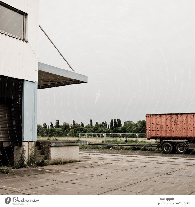 Street Wall (building) Gray Building Wall (barrier) Transport Empty Gloomy Industrial Photography Logistics Manmade structures Factory Truck Traffic infrastructure Frankfurt Industrial plant