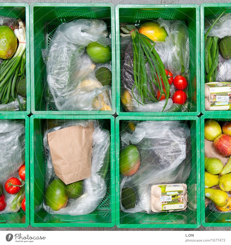 green box Food Vegetable Lettuce Salad Fruit Apple Orange Herbs and spices Tomato Avocado Pear Lemon Nutrition Organic produce Vegetarian diet Crate