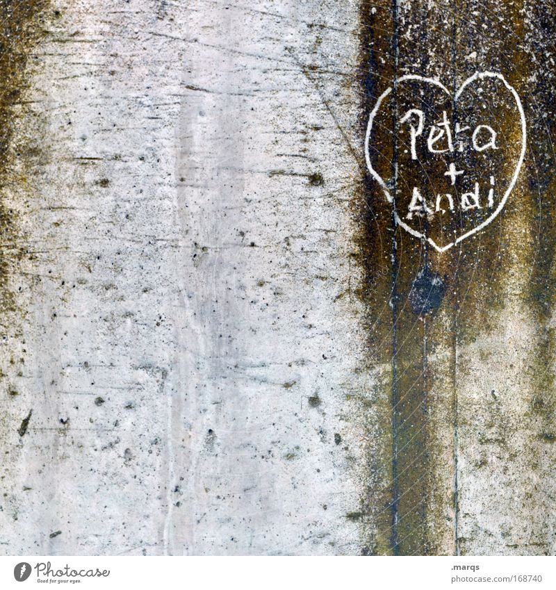 Petra thinks Andi is good Subdued colour Exterior shot Copy Space left Copy Space middle Long shot Youth culture Wall (barrier) Wall (building) Concrete Sign