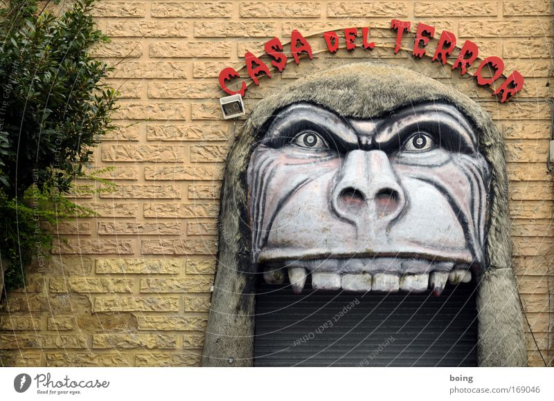 Joy Dark Wall (building) Wall (barrier) Head Fear Door Nutrition Threat Curiosity Shows Anger Set of teeth Creepy Fairs & Carnivals Gate