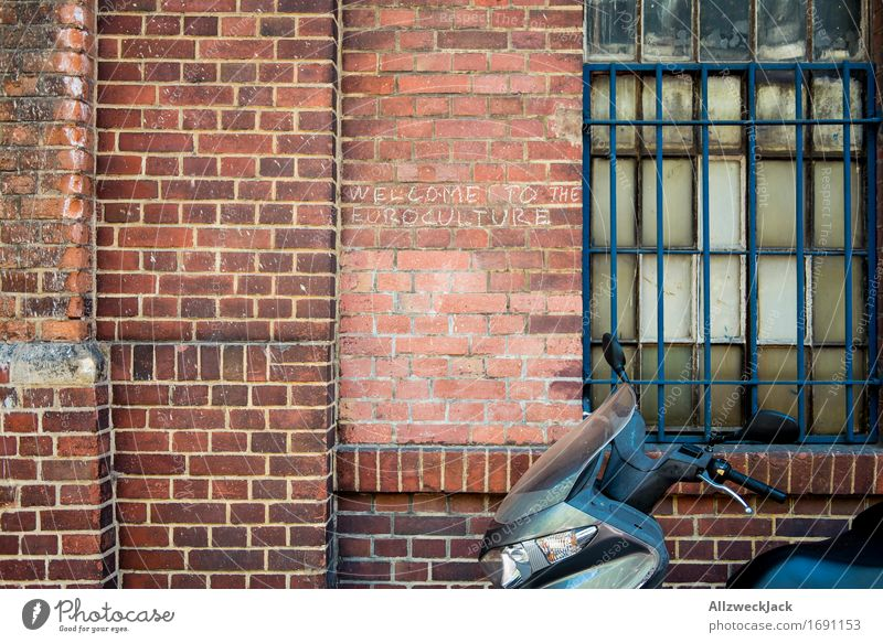 Old Red Window Wall (building) Wall (barrier) Information Street art Politics and state Grating Solidarity