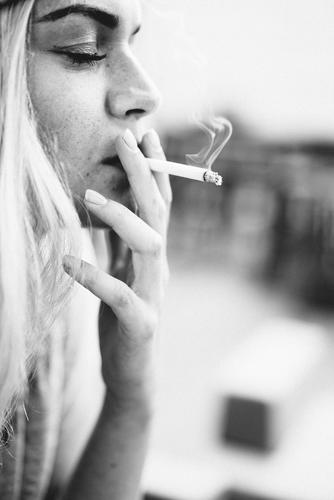 smoke Smoking Intoxicant Feminine 1 Human being Old Breathe Relaxation Feasts & Celebrations To hold on To enjoy Study Dream Blonde Cool (slang) Fragrance