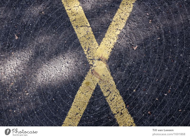 x marks the spot Road traffic Street Road sign Stone Sign Signs and labeling Stripe Yellow Gray Black Design Crucifix X Asphalt Contrast Protruding Minimalistic