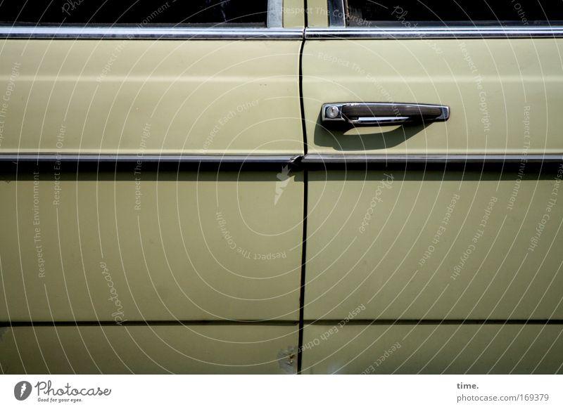Window Car Closed Motor vehicle Might Driving Car door Door handle Beige Parallel Chrome Bulky Door opener