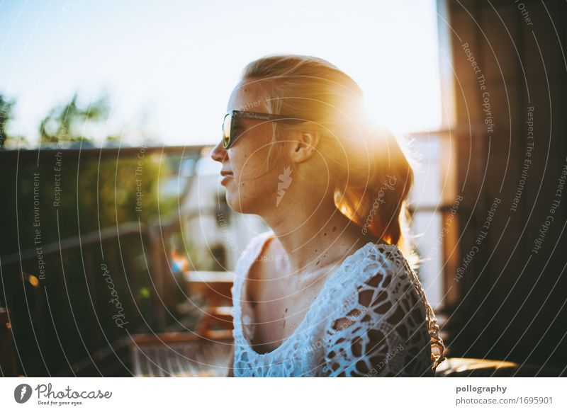 alive Lifestyle Elegant Style Beautiful Leisure and hobbies Living or residing Feminine Woman Adults Head 1 Human being Relaxation To enjoy Illuminate Sit