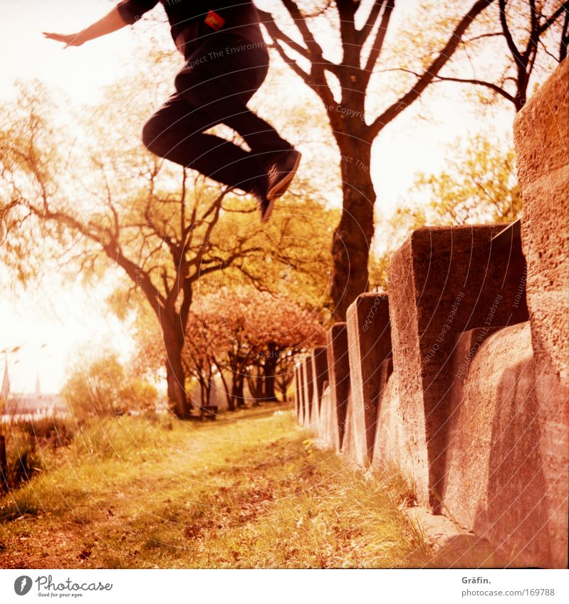 [[HH04.09] hüüüpf Jump Lomography Hop Flying To fall Wall (barrier) Grass Lawn Joy Man Sneakers Tree Alster Medium format Analog Elegant Tall Acrobatics