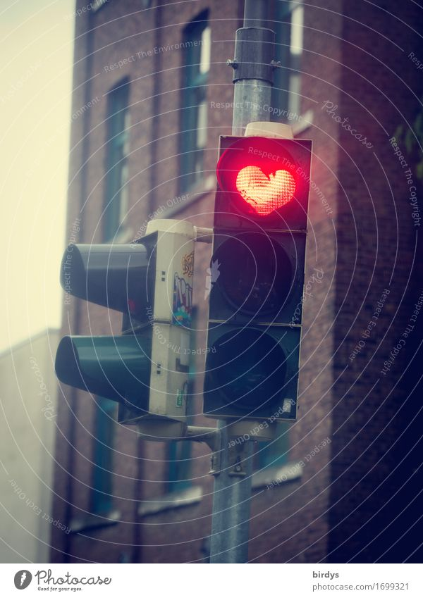 Traffic light heart - positive vibrations Valentine's Day Mother's Day Town House (Residential Structure) Facade Sign Heart Illuminate Exceptional Friendliness