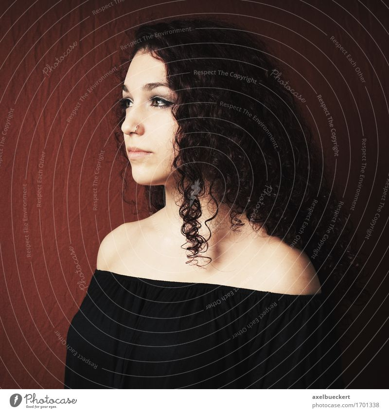 young woman in profile Human being Feminine Young woman Youth (Young adults) Woman Adults 1 18 - 30 years Piercing Black-haired Brunette Long-haired Curl
