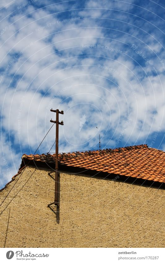 Unclear perspective House (Residential Structure) Building Wall (building) Roof Roofing tile Brick Antenna Telephone line Communicate Telecommunications