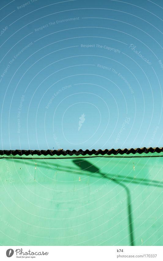 Farola Light Shadow Summer Sun Sky Cloudless sky Roof Brick Blue Green Lantern Wall (building) South Corrugated sheet iron