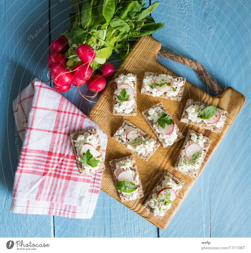 Crispbread with cottage cheese radishes and herbs Herbs and spices Wood Blue Radish Chives Dill Parsley beetroot leaves Wooden board Snack healthy snack vital
