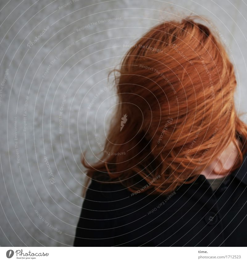 . Feminine 1 Human being Wall (barrier) Wall (building) Jacket Hair and hairstyles Red-haired Long-haired Movement Stand Throw Exceptional Brash Funny