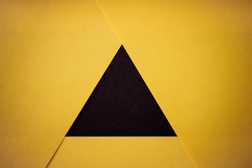 S/\G Handicraft Paper Sign Signs and labeling Signage Warning sign Line Arrow Yellow Black Design Colour Triangle Structures and shapes Geometry Illustration